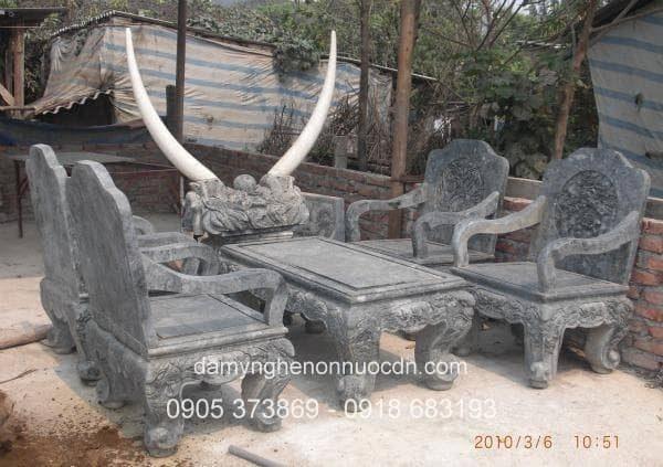 Bàn ghế bằng đá