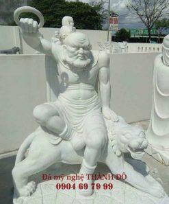 Tượng La Hán Phục Hổ bằng đá