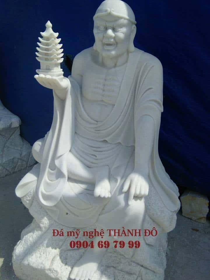 Tượng La Hán Thác Tháp bằng đá