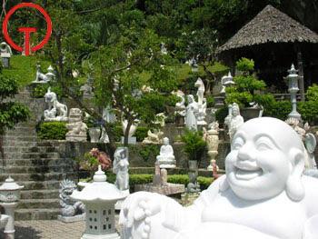 Làng đá mỹ nghệ Non Nước Đà Nẵng nổi tiếng từ lâu bởi những nét riêng biệt mà không phải Làng nghề nào cũng có