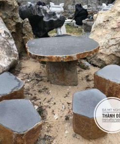 Bàn ghế đá bazan
