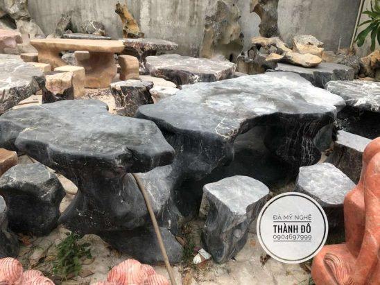 Bàn ghế đá nguyên khối