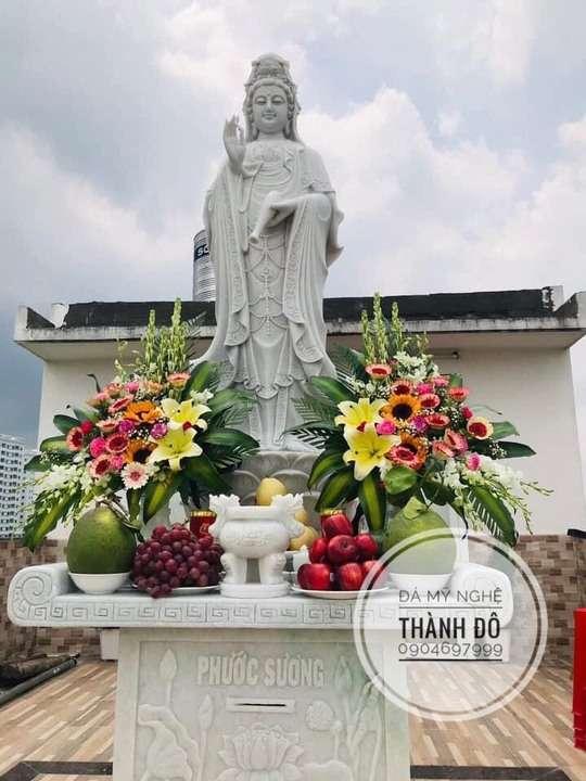 Dâng hoa, sắm lễ khi đi chùa lễ Phật