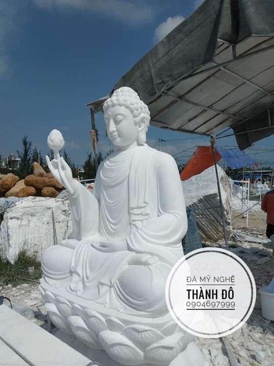 Tượng Phật A Di Đà cầm hoa sen