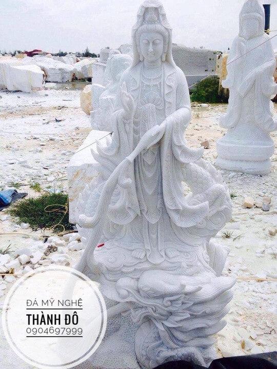 Tượng Phật Quan Âm cưỡi trên lưng rồng
