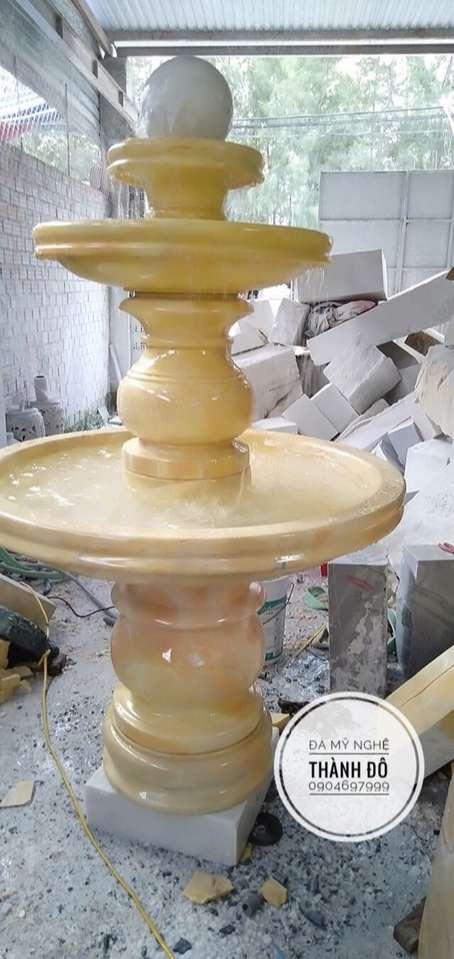 Đài phun nước đá vàng tự nhiên