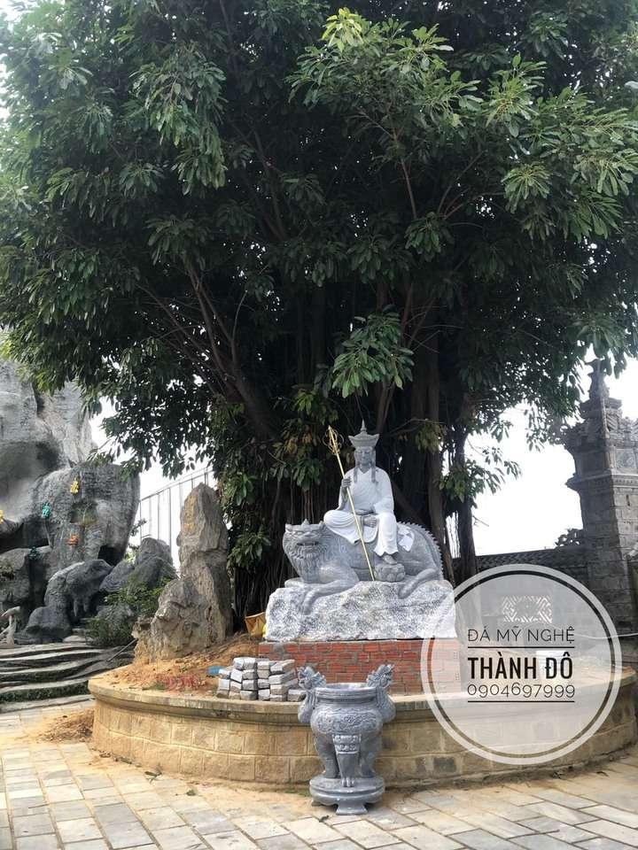 Tượng Tạng Vương Bồ Tát bằng đá