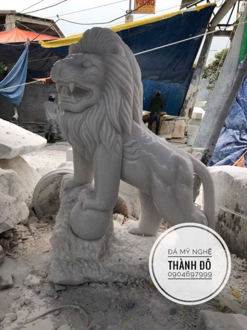 Tượng sư tử đá ôm cầu