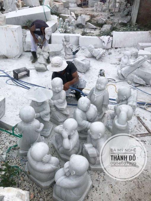 Tượng chú tiểu đá cẩm thạch