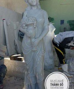 Tượng cô gái bằng đá cẩm thạch