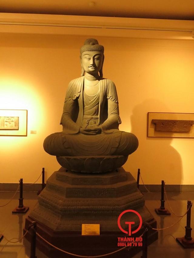 Phiên bản tượng Phật A Di Đà Thời Lý đang được trưng bày tại bảo tàng nghệ thuật Việt Nam
