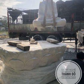Quá trình cẩu tượng lên xe về chùa