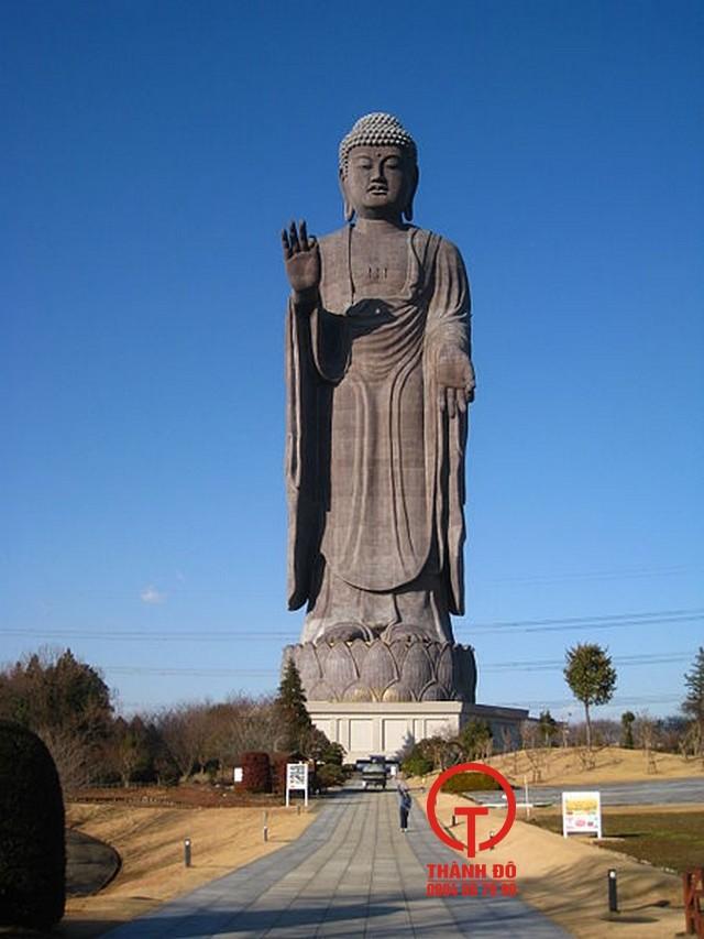 Tượng Phật A Di Đà lớn nhất thế giới