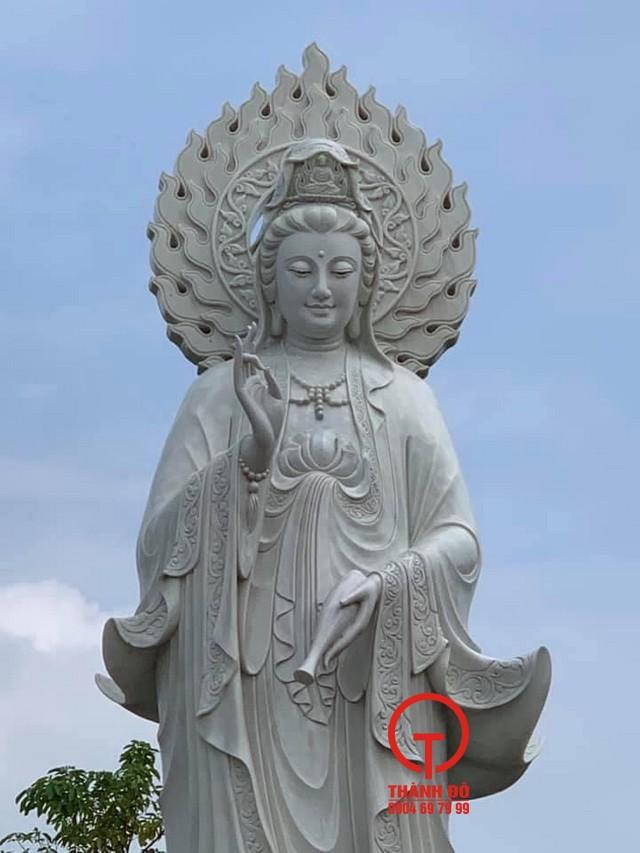 Tượng Phật Quan Âm bằng đá tự nhiên nguyên khối