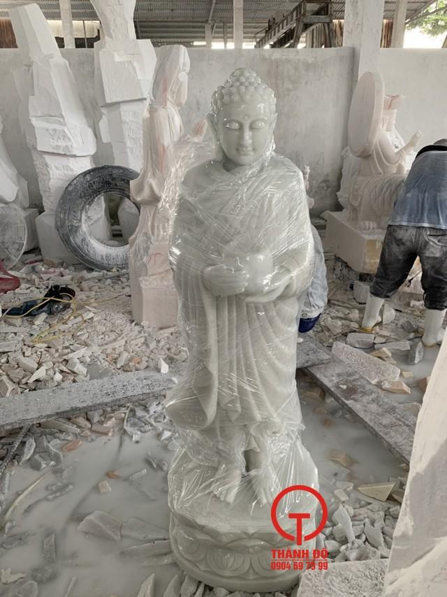 Tượng Phật Thích Ca đứng - Đức Phật đi khất thực