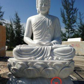 Tượng Phật Thích Ca ngồi trên đài sen