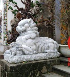 Tượng kỳ lân nằm bằng đá