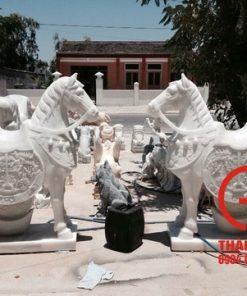 Tượng ngựa bằng đá nguyên khối