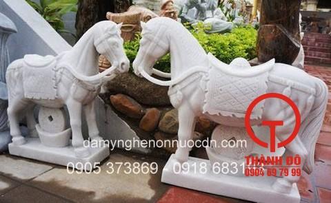 Tượng ngựa bằng đá tự nhiên nguyên khối