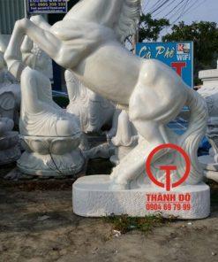 Tượng ngựa đá cẩm thạch nguyên khối