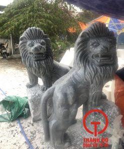 Tượng sư tử bằng đá xám