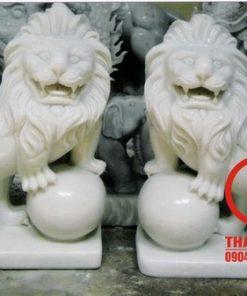 Tượng sư tử ôm cầu bằng đá trắng