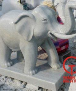 Tượng voi bằng đá cẩm thạch