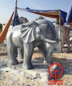 Tượng voi bằng đá nguyên khối