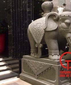 Tượng voi bằng đá sa thạch