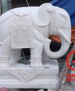 Tượng voi phong thủy đá nguyên khối